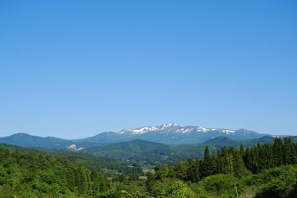 明峰栗駒山の夏の風景