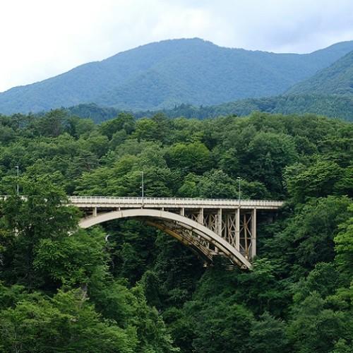 鳴子峡大橋の夏の風景写真