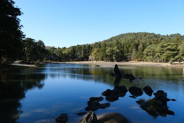 世界遺産毛越寺の大泉が池の風景写真