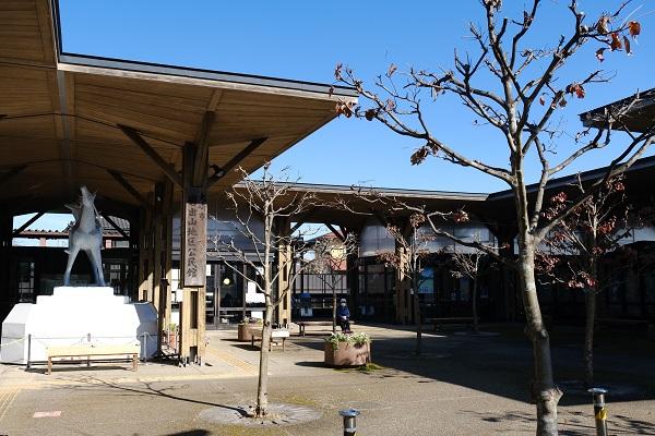 有備館駅の全景写真