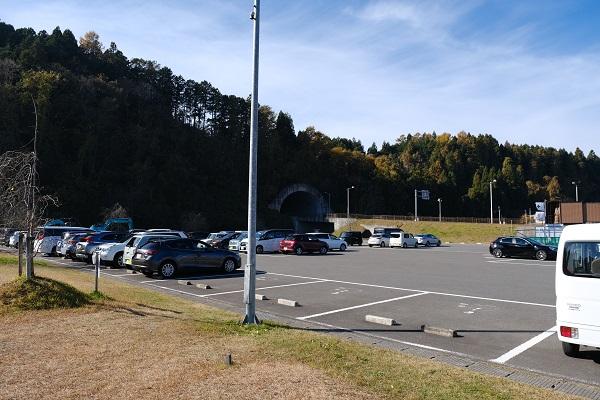 有備館の駐車場の風景写真